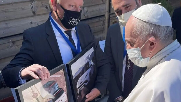 Fisker Ocean Papamobil Franziskus Papst