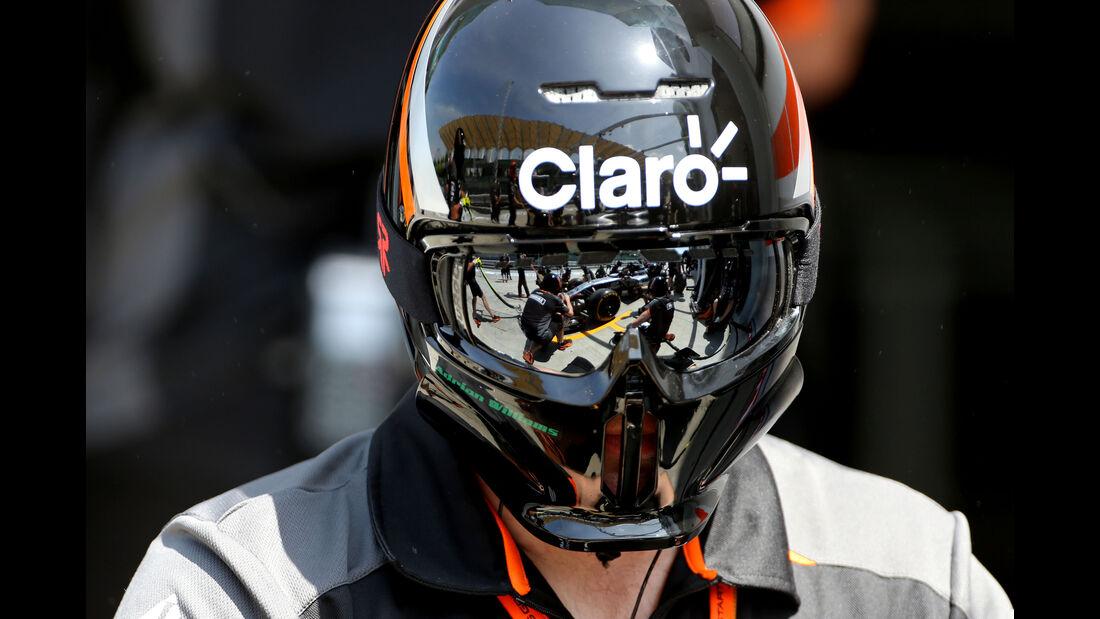 Force India - 2015 - Mechaniker - Helme - Formel 1