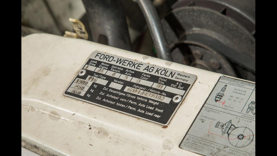 Ford 12 M P6, Plakette