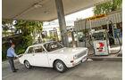 Ford 12 M P6, Seitenansicht, Tankstelle