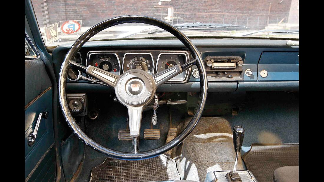 Ford 17/20 M P7, Cockpit, Lenkrad