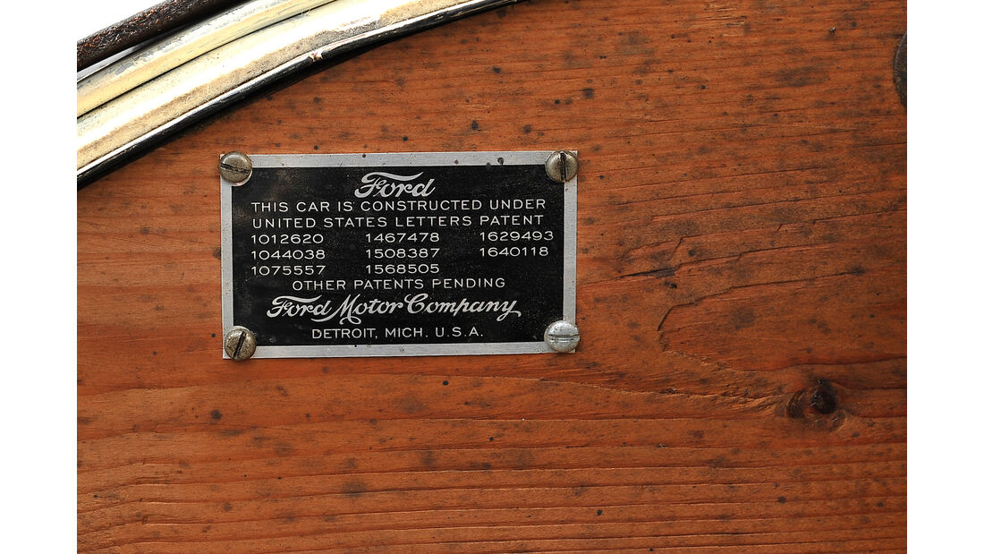 Ford A Racer, Plakette