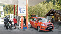 Ford C-Max 1.6 Ecoboost, Frontansicht, Tankstelle