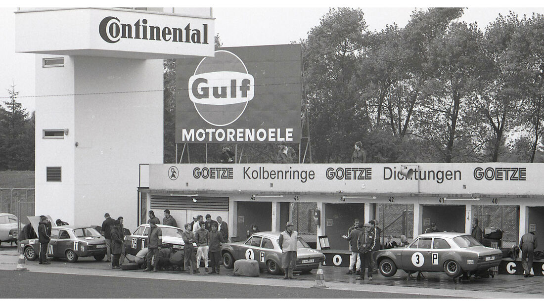 Ford Escort 500 km Nürburgring Boxengasse (1968)