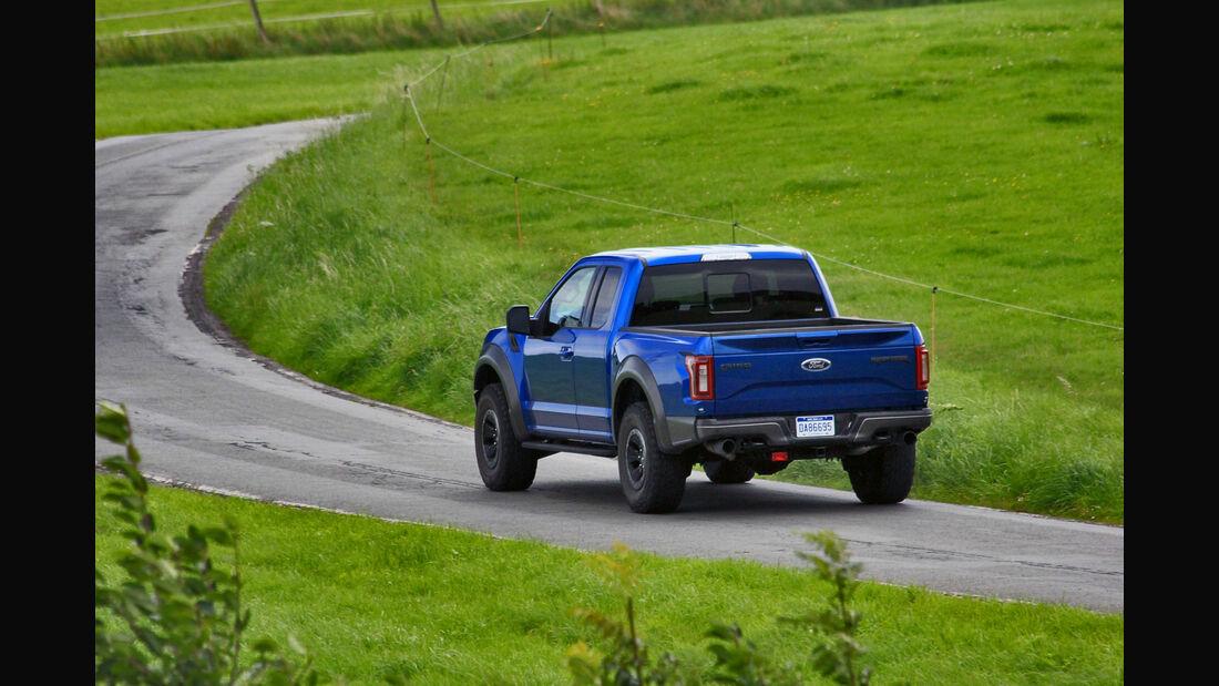 Ford F-150 Raptor Fahrbericht (2017) - auto motor und sport