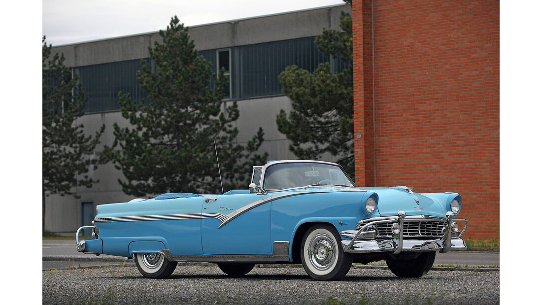 Ford-Fairlane-Sunliner-Convertible-1957
