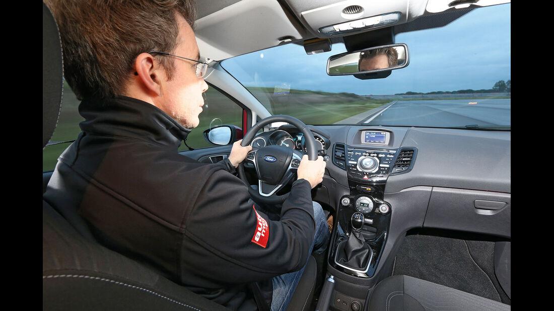 Ford Fiesta 1.0 EcoBoost, Cockpit, Lenkrad