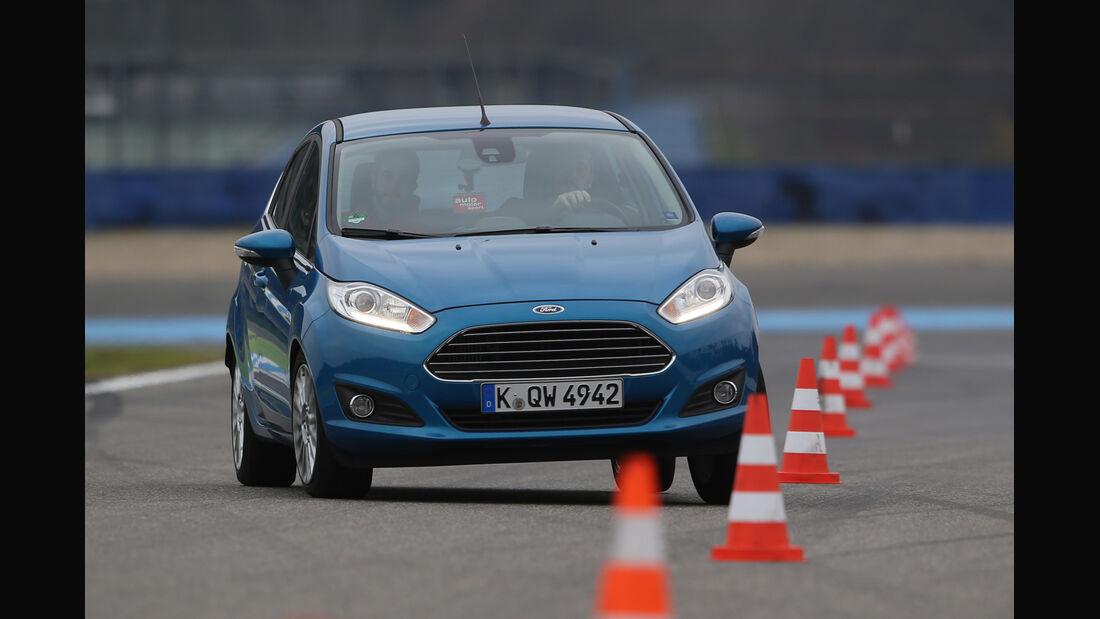 Ford Fiesta 1.0 Ecoboost, Frontansicht, Slalom