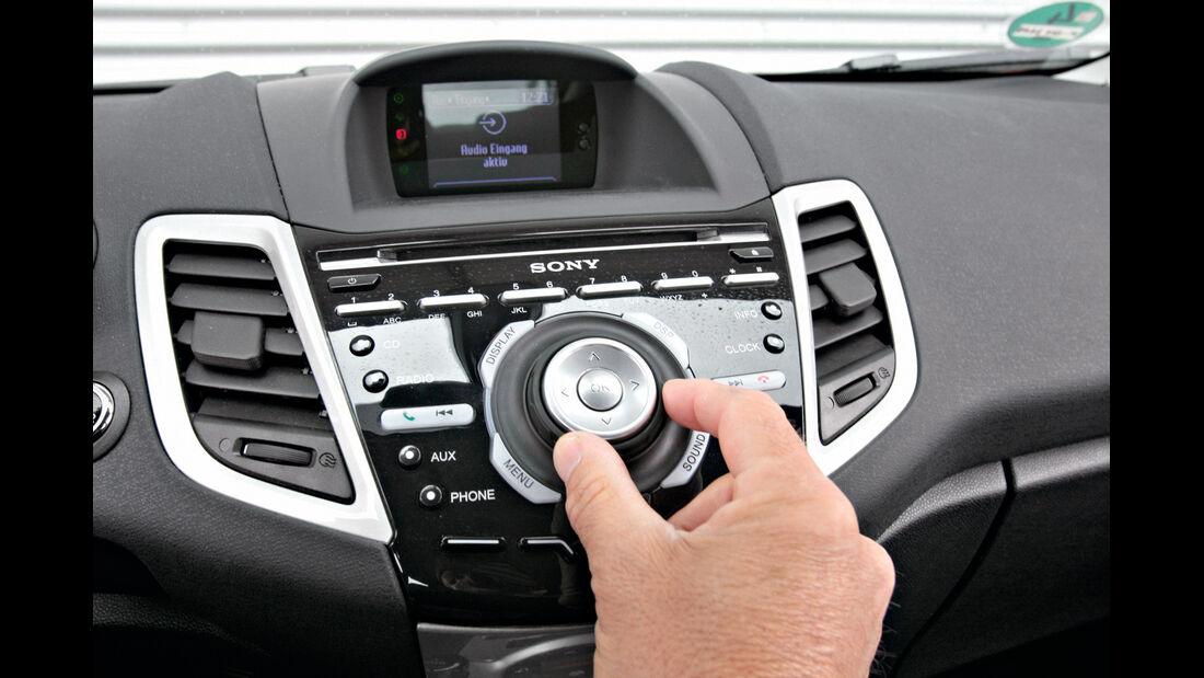 Ford Fiesta 1.6 TDCi Titanium, Mittelkonsole, Innenraum