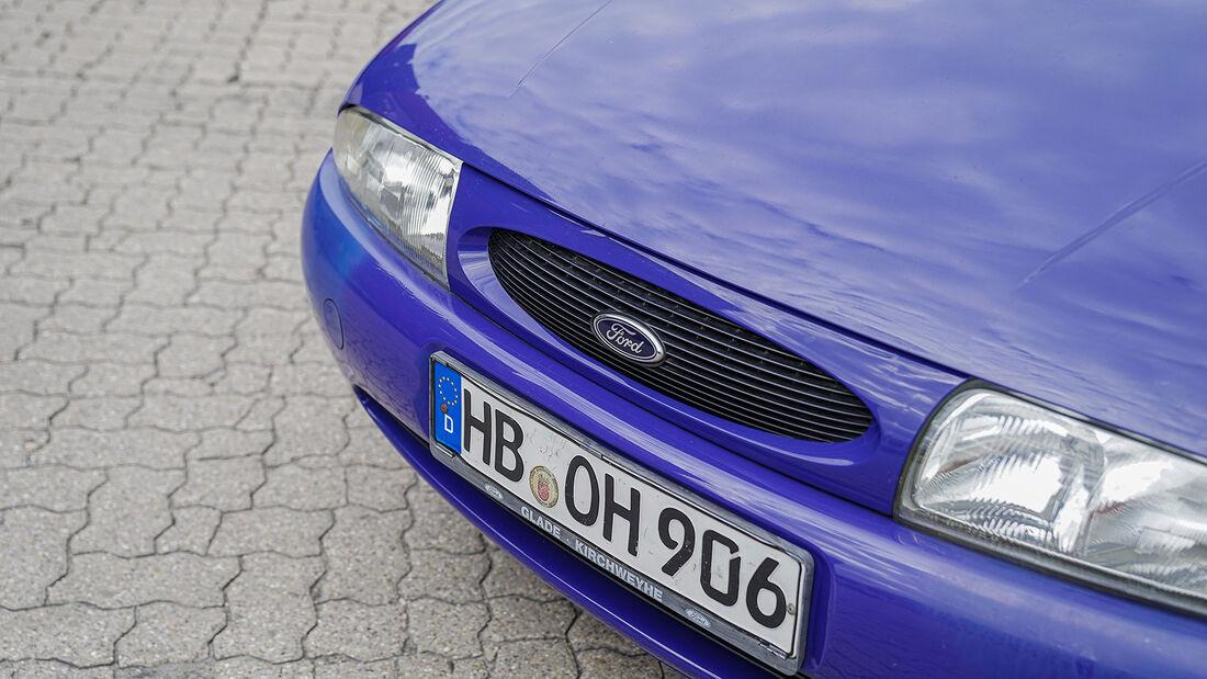 Ford Fiesta Mk 4 (1995-2001), Scheinwerfer, Kühler, Motorhaube