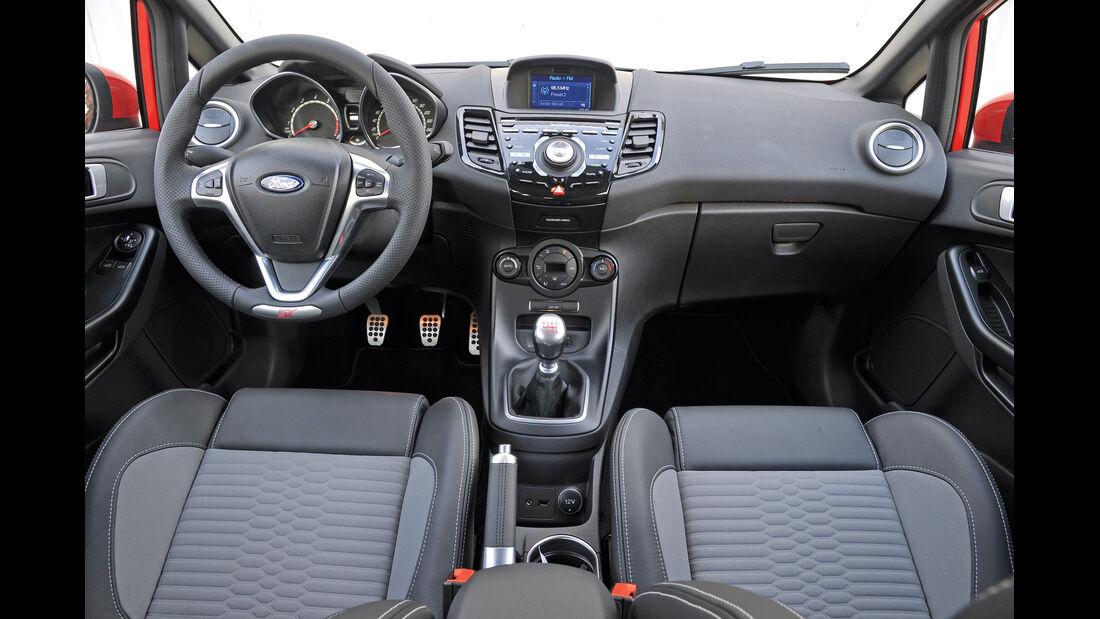 Ford Fiesta ST, Cockpit, Lenkrad