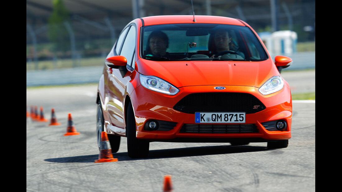 Ford Fiesta ST, Frontansicht, Slalom