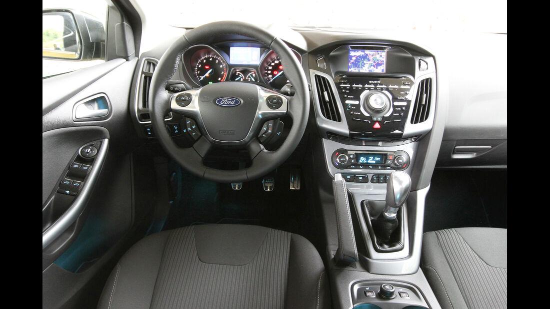 Ford Focus 1.0 Ecoboost, Cockpit, Lenkrad