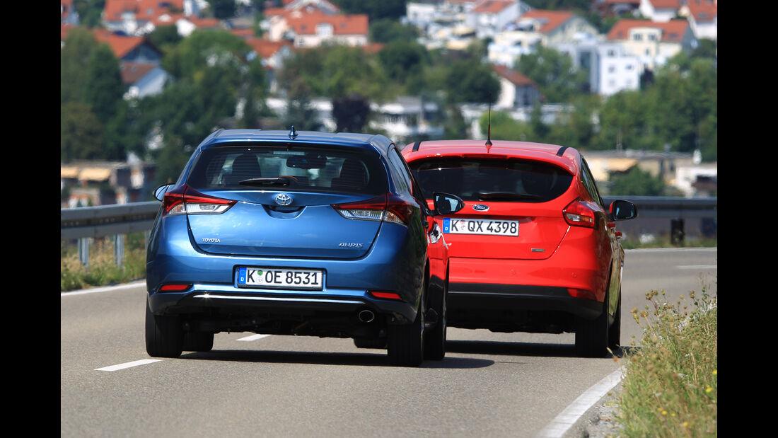 Ford Focus 1.0 Ecoboost, Toyota Auris 1.2T, Heckansicht