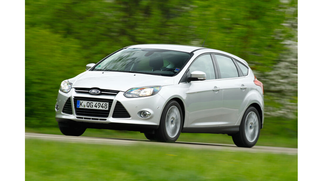 Ford Focus 1.6 ECOBOOST, Seitenansicht, von vorne, Überlandfahrt