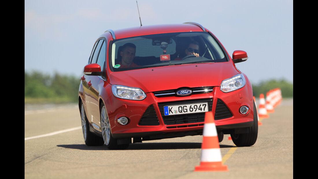 Ford Focus 1.6 Ecoboost Turnier Titan, Frontansicht, Slalom