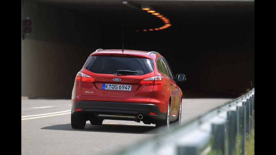Ford Focus 1.6 Ecoboost Turnier Titan, Heckansicht, Tunnel