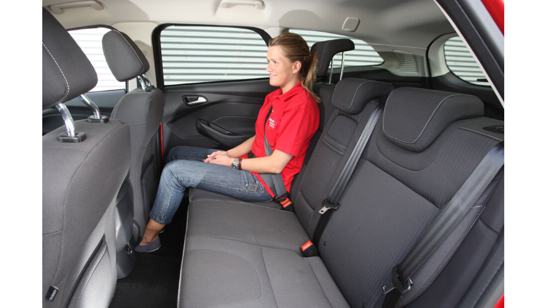 Ford Focus 1.6 Ecoboost Turnier Titan, Rücksitz, Alexander Bloch, Beinfreiheit