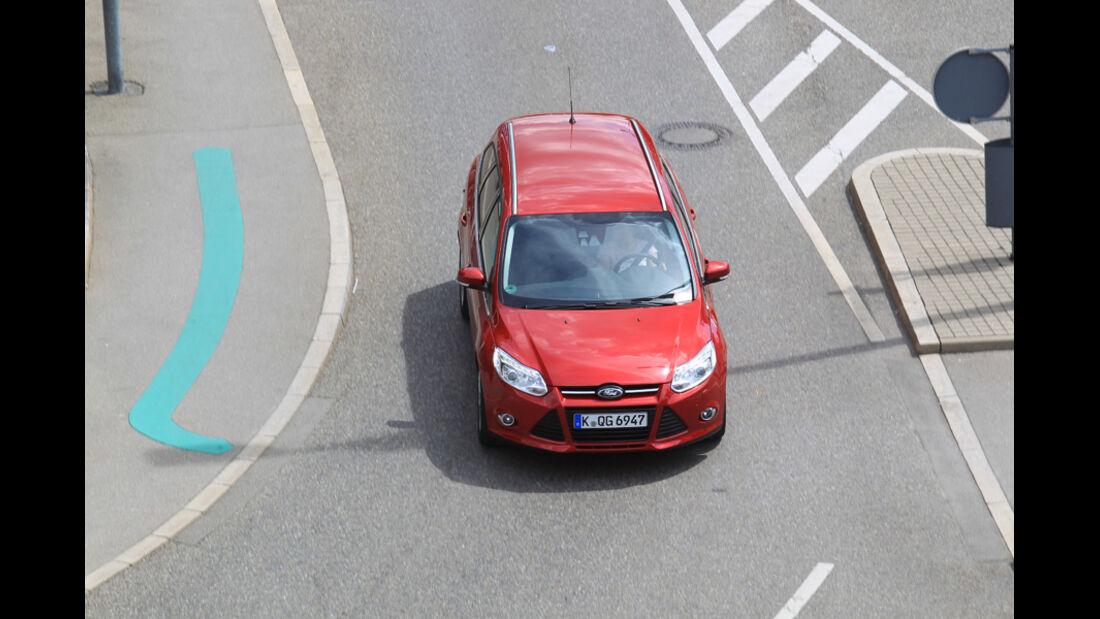 Ford Focus 1.6 Ecoboost Turnier Titan, von oben, Frontansicht