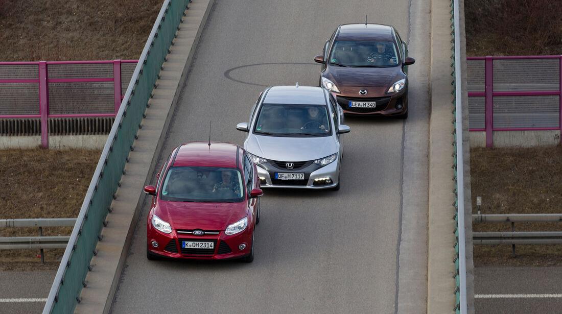 Ford Focus 2.0 TDCi, Honda Civic 2.2 i-DTEC, Mazda 3 2.2 MRZ-CD, Frontansicht