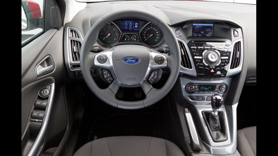 Ford Focus 2.0 TDCi, Lenkrad, Cockpit
