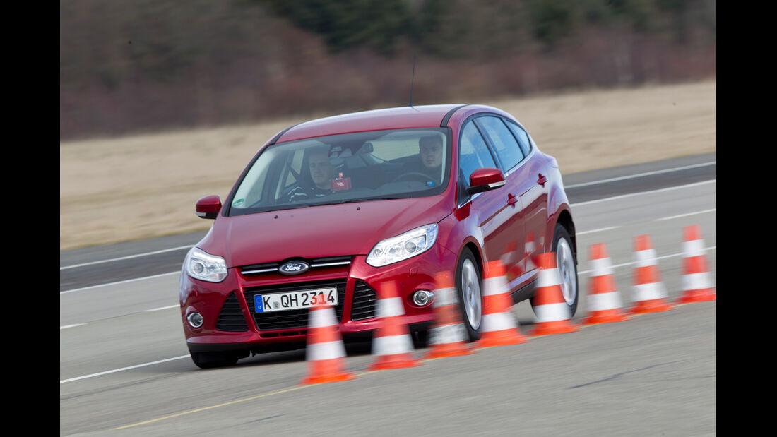 Ford Focus 2.0 TDCi, Seitenansicht, Slalom
