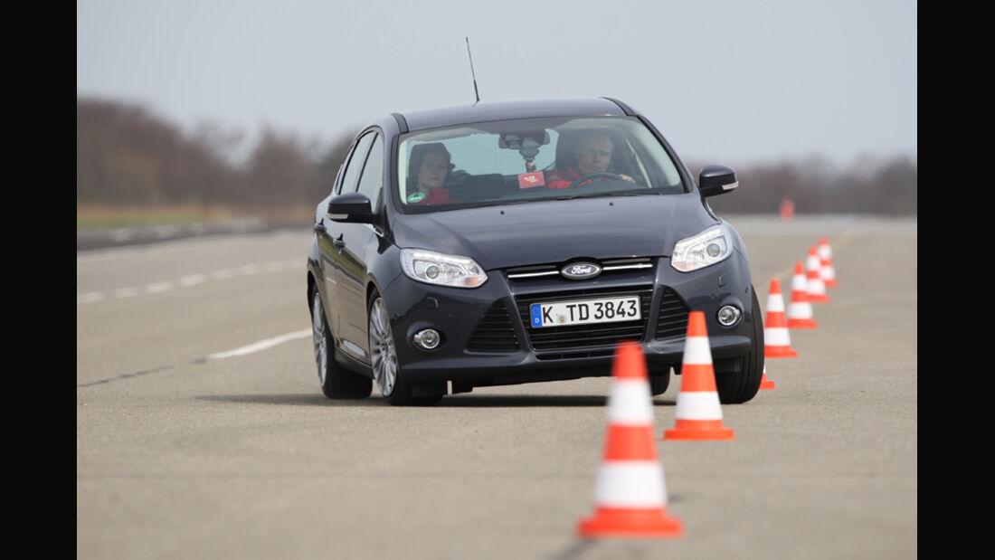 Ford Focus 2.0 TDCi Titanium, Frontansicht, Pylonen