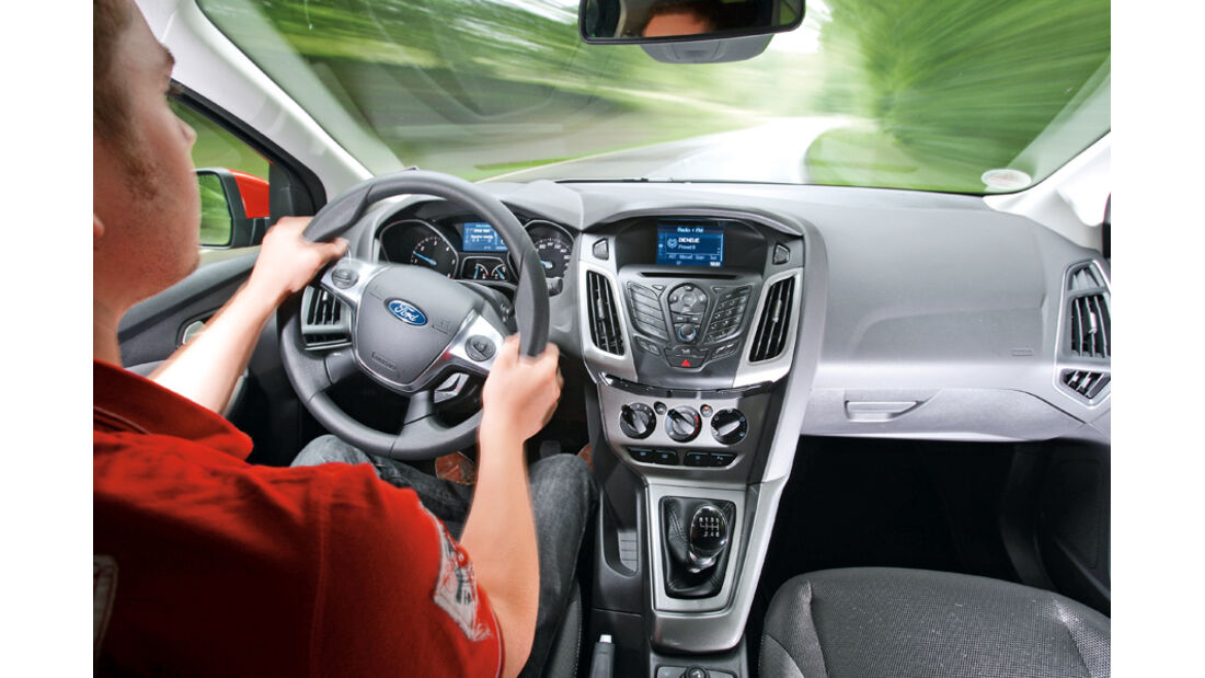 Ford Focus 2.0 TDCi Trend, Cockpit, Lenkrad