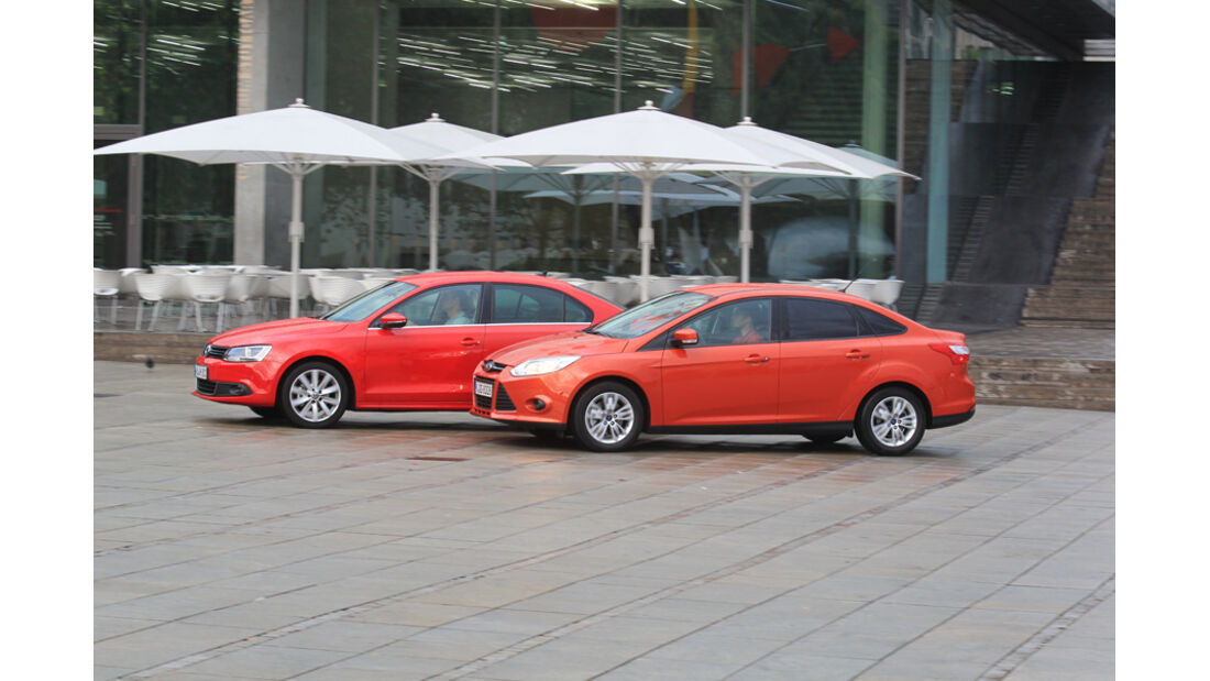 Ford Focus 2.0 TDCi Trend, VW Jetta 2.0 TDI Highline, Seitenansicht