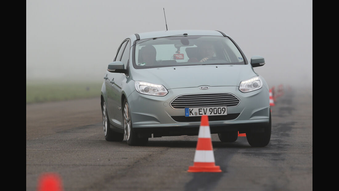 Ford Focus Electric, Frontansicht, Slalom