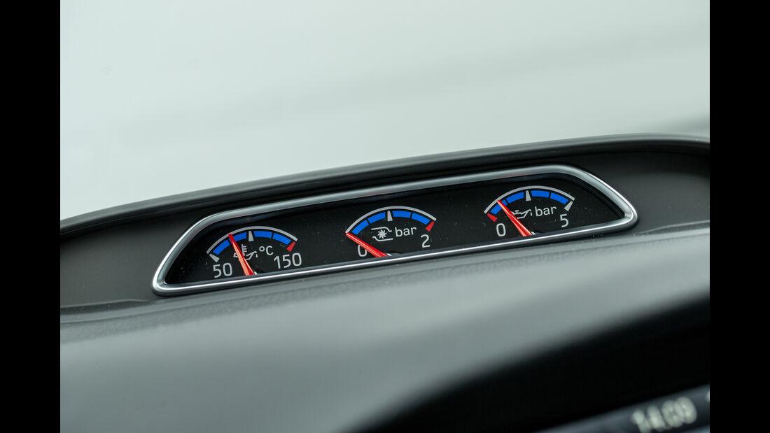 Ford Focus RS, Anzeigeinstrumente