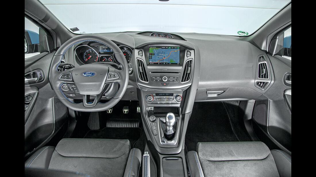 Ford Focus RS, Cockpit
