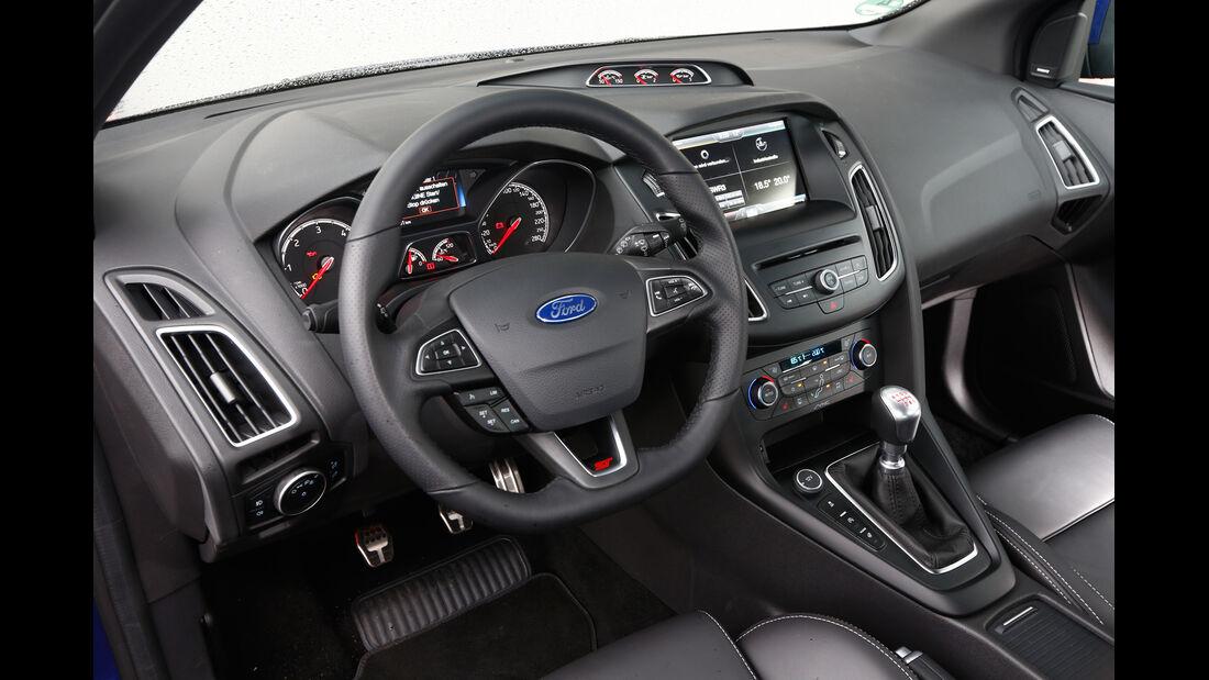 Ford Focus ST 2.0 TDCi, Cockpit