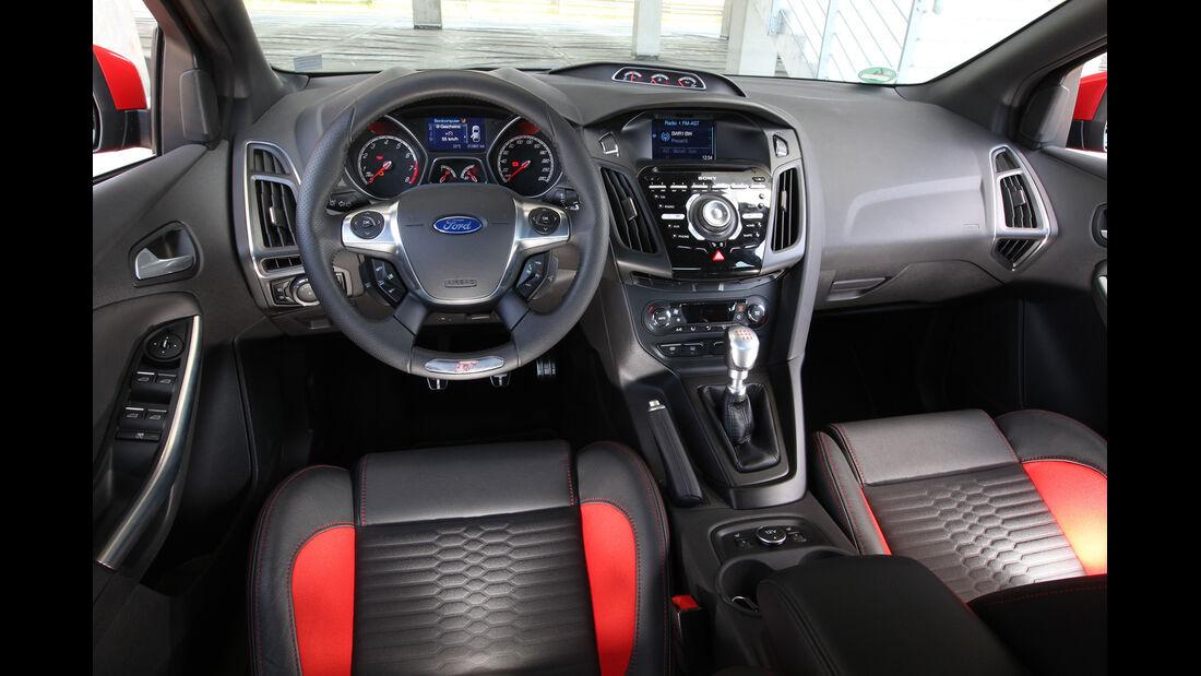 Ford Focus ST, Cockpit, Lenkrad