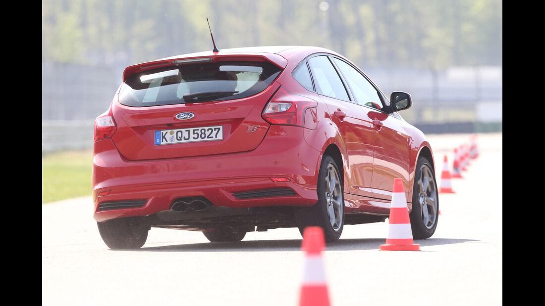 Ford Focus ST, Heckansicht, Slalom