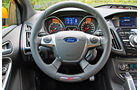 Ford Focus ST, Lenkrad, Rundinstrumente