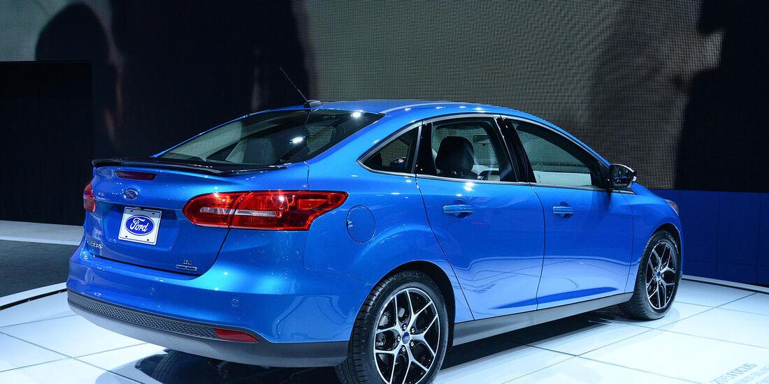 Ford Focus Sedan Stufenheck Limousine Facelift 2014