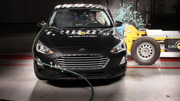 Ford Focus - Side crash test 2018