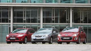 Ford Focus Turnier 1.6 Ecoboost Titanium, Opel Astra Sp.Tourer 1.4 Turbo Innovation, Peugot 308 SW 155 THP Allure, Frontansicht, alle Fahrzeuge