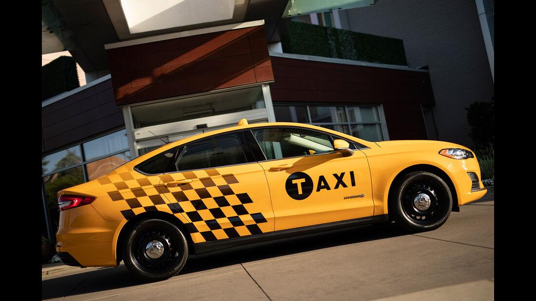 Ford Fusion Hybrid Taxi 2019