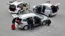 Ford Grand C-Max 2.0 TDCi Titanium, Opel Zafira Tourer 2.0 CDTi Ecoflex Edition, VW Touran 2.0 TDI Highline, offene Türen