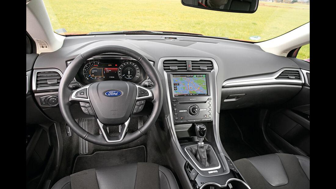 Ford Mondeo 2.0 TDCi, Cockpit