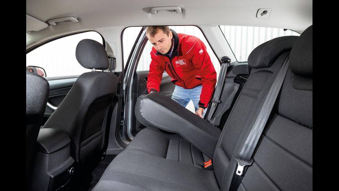 Ford Mondeo 2.0 TDCi, Rücksitz, Beinfreiheit