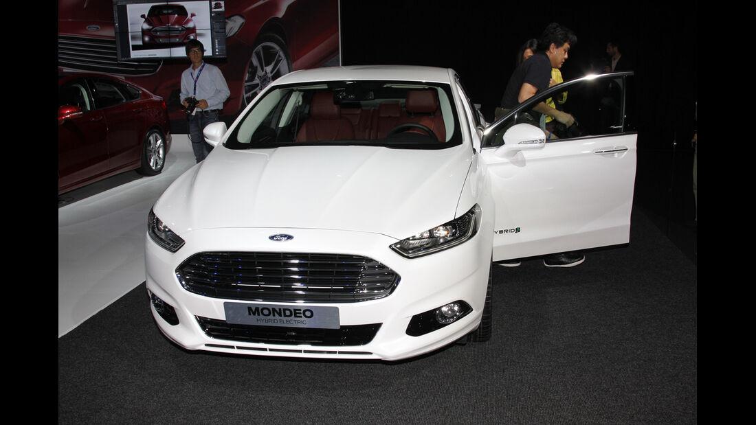 Ford Mondeo Hybrid Electric, Messe, Autosalon Paris 2012