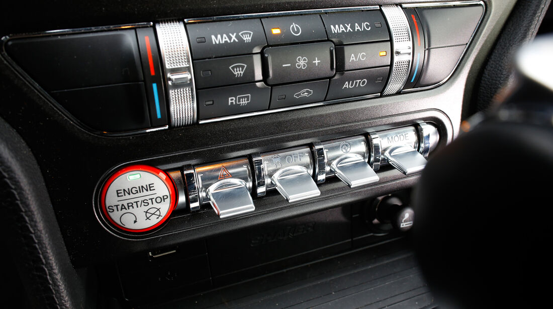 Ford Mustang 2.3 Ecoboost Fastback, Bedienelemente