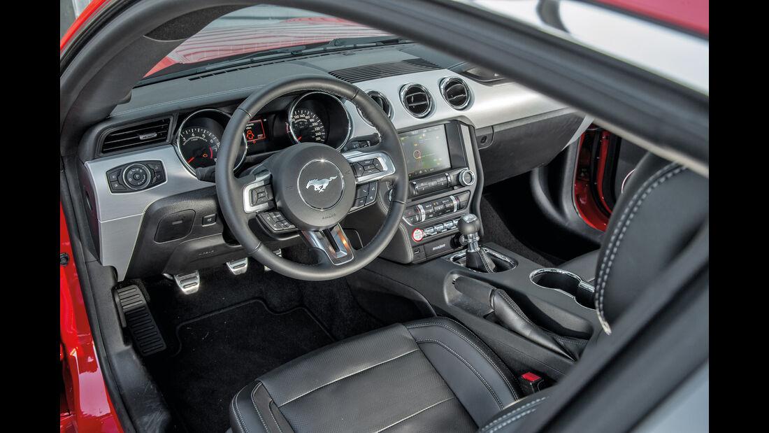 Ford Mustang 5.0 V8, Cockpit