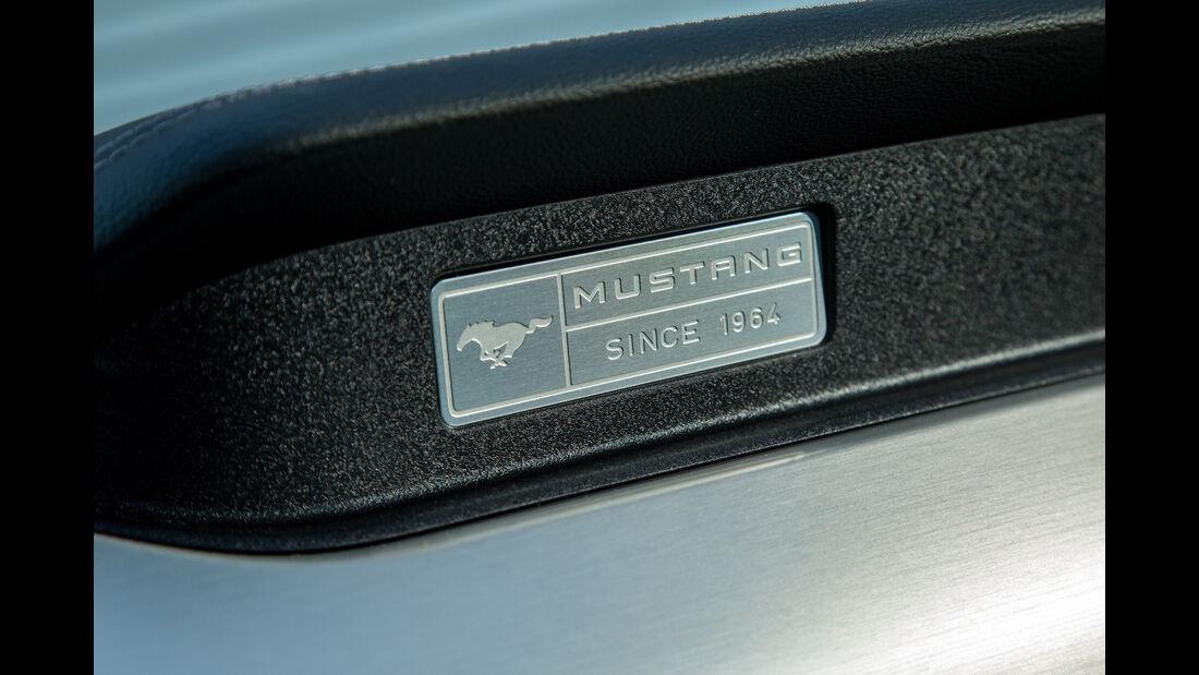 Ford Mustang 5.0 V8, Plakette