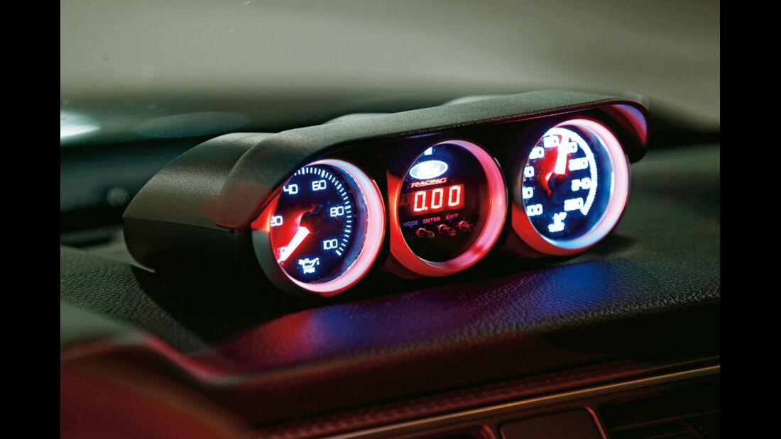 Ford Mustang Boss 302 Laguna Seca, Rundinstrumente