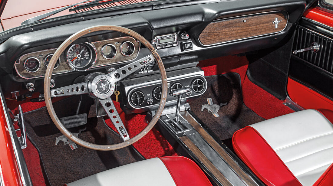 Ford Mustang, Cockpit