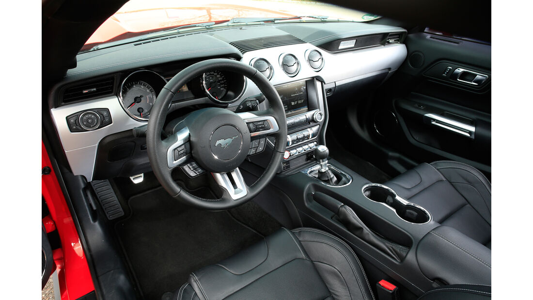 Ford Mustang GT 5.0 Fastback, Cockpit